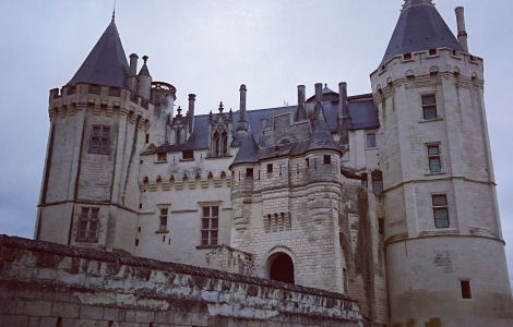 Loire Bike Tour - CHATEAUX & ABBEY -